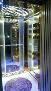 آینه در آسانسور