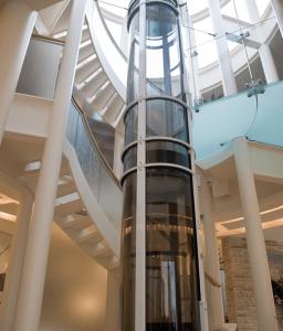 آسانسور در خلا