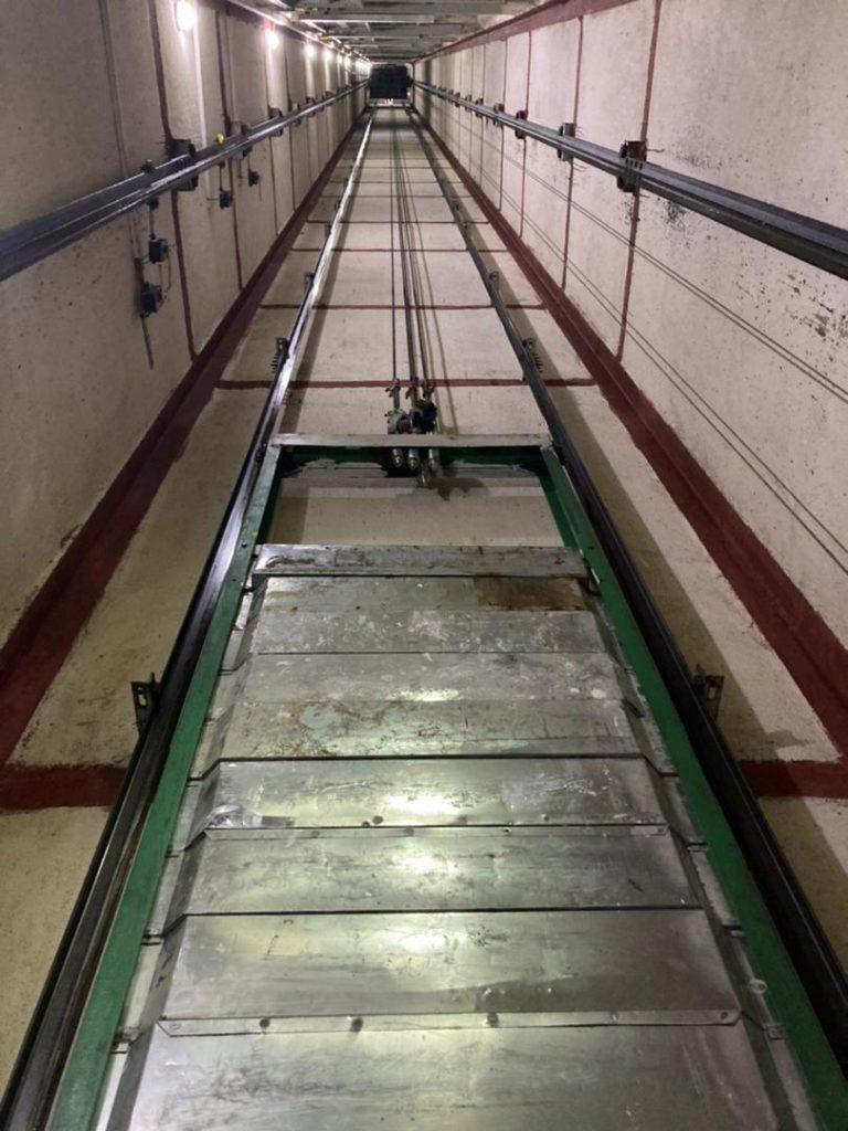 از چاه و كادر وزنه آسانسور ٨ نفره و ١٤ توقف