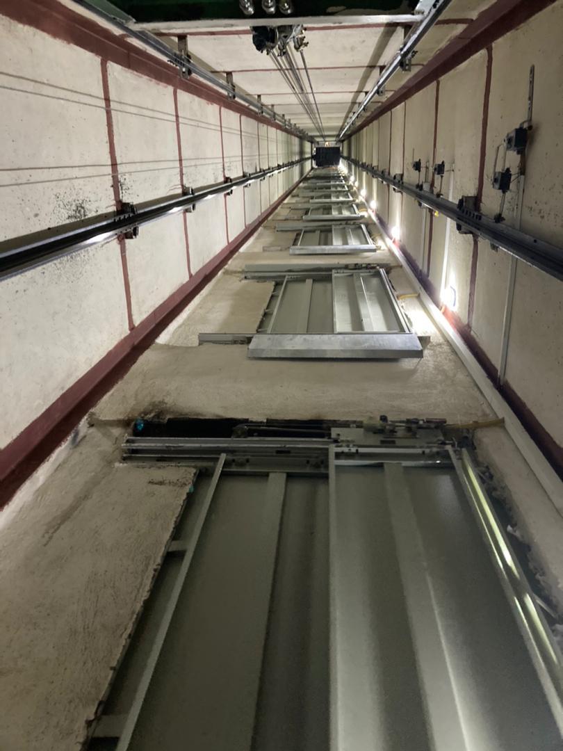 چاه آسانسور ٨ نفره و ١٤ توقف